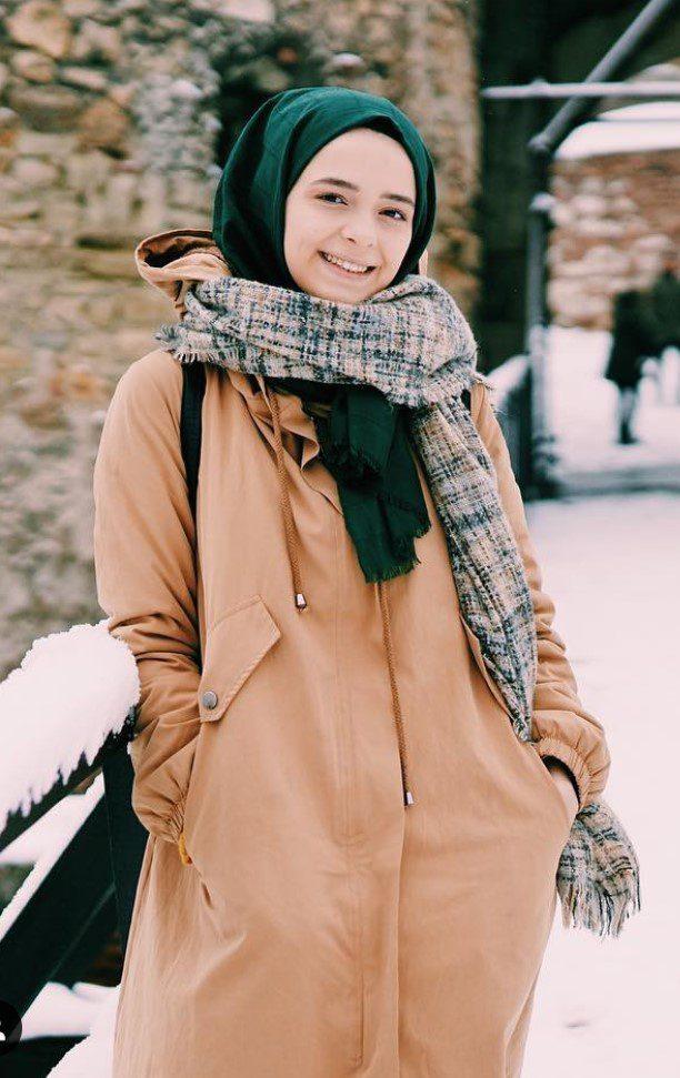 Zeynep Yalçınkaya Yeşil Şal Kış Kombini
