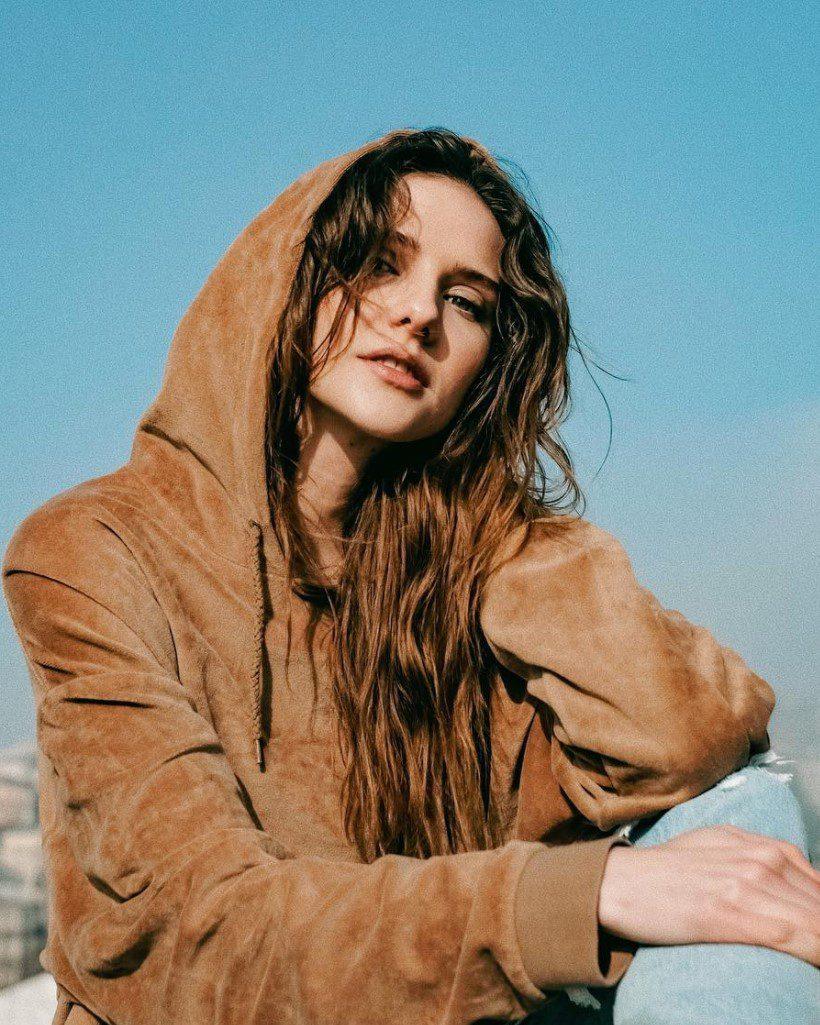 Alina Boz Uzun Saçları
