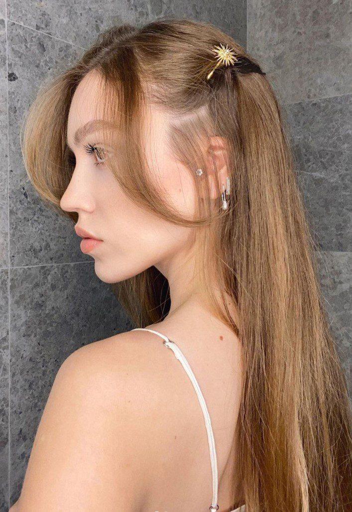Duygu Özaslan Uzun Açık Kahverengi Saç Rengi