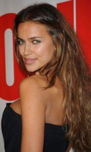 Irina Shayk Uzun Fındık Kabuğu Saç