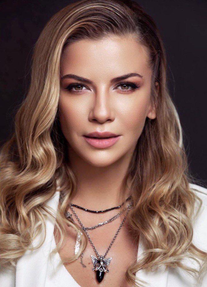 Ivana Sert Dalgalı Saç