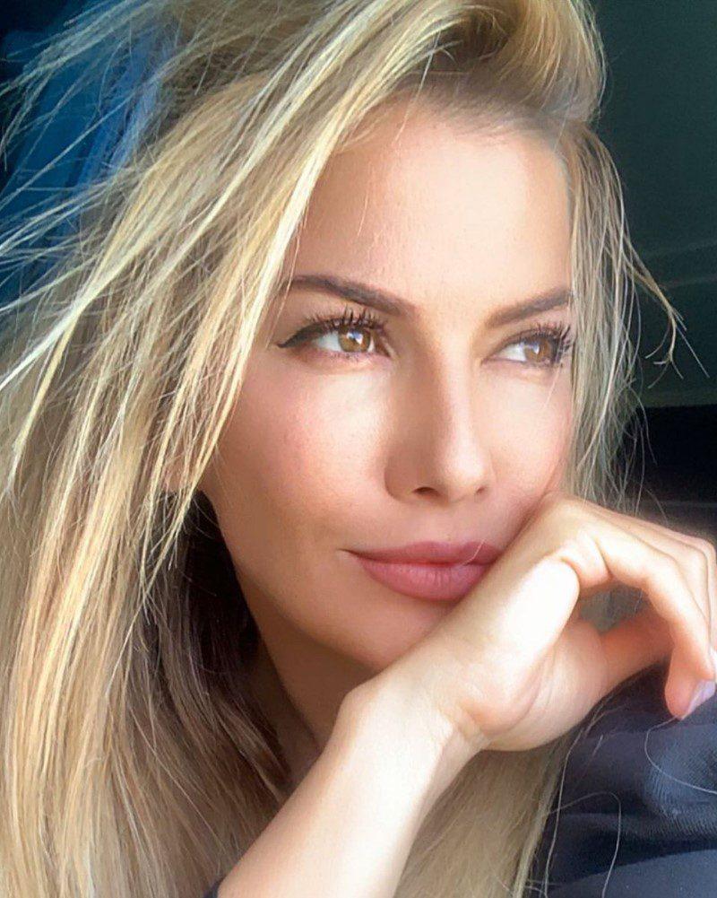 Ivana Sert Saç Tarzı