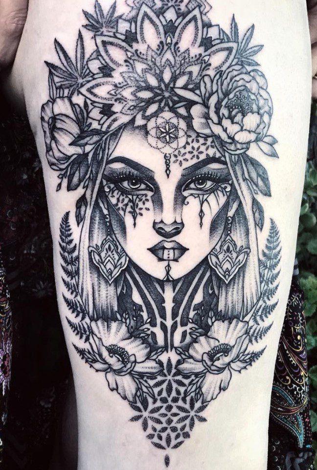 Kadın Figürü Mandala Dövme