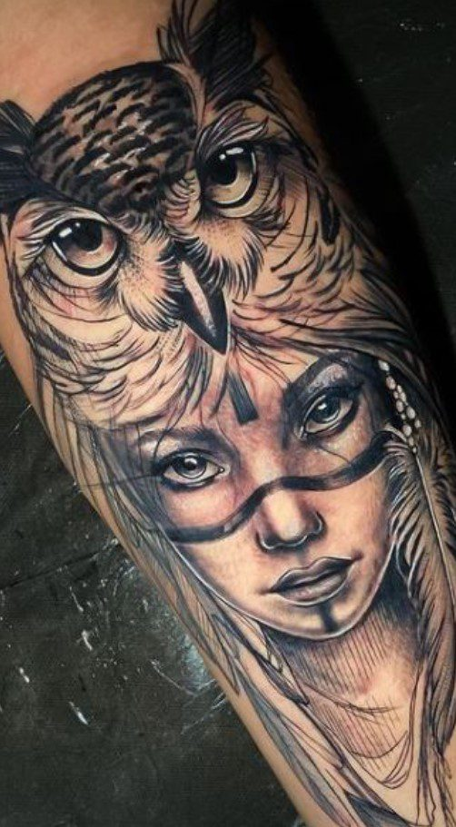 Kadın Figürü ve Baykuş Dövmesi