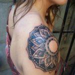 Kadın Omuz Üstü Mandala Dövme