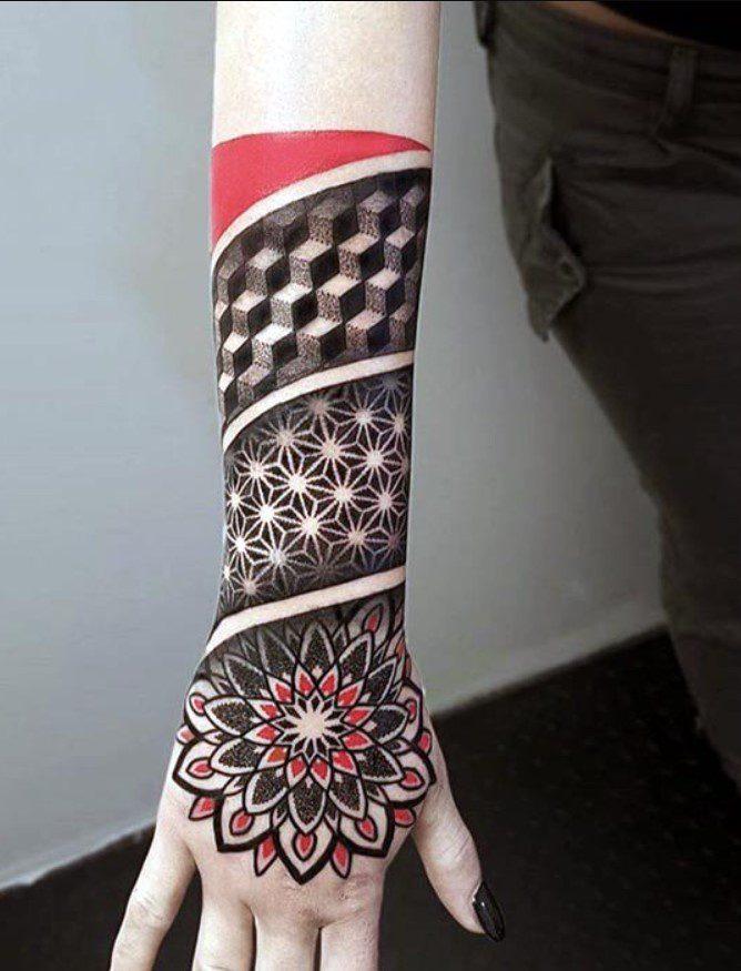 Kırmızı Siyah Dövme Modeli