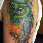 Renkli Üzgün Baykuş Dövmesi