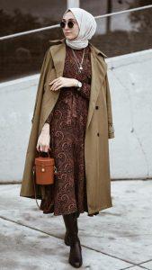 Tesettürlü Üniversiteli Elbise Trençkot Kombini