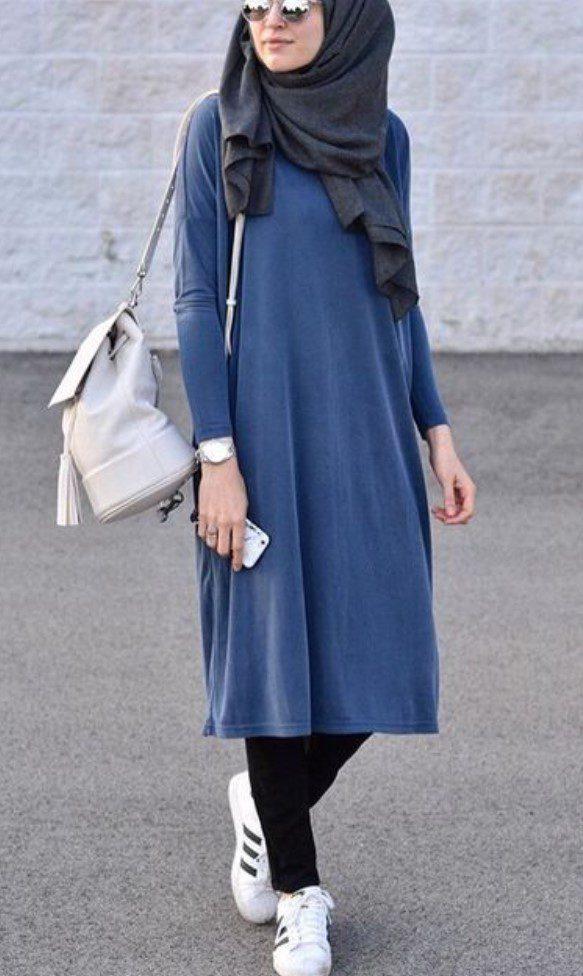 Tesettürlü Üniversiteli Koyu Mavi Elbise Modeli