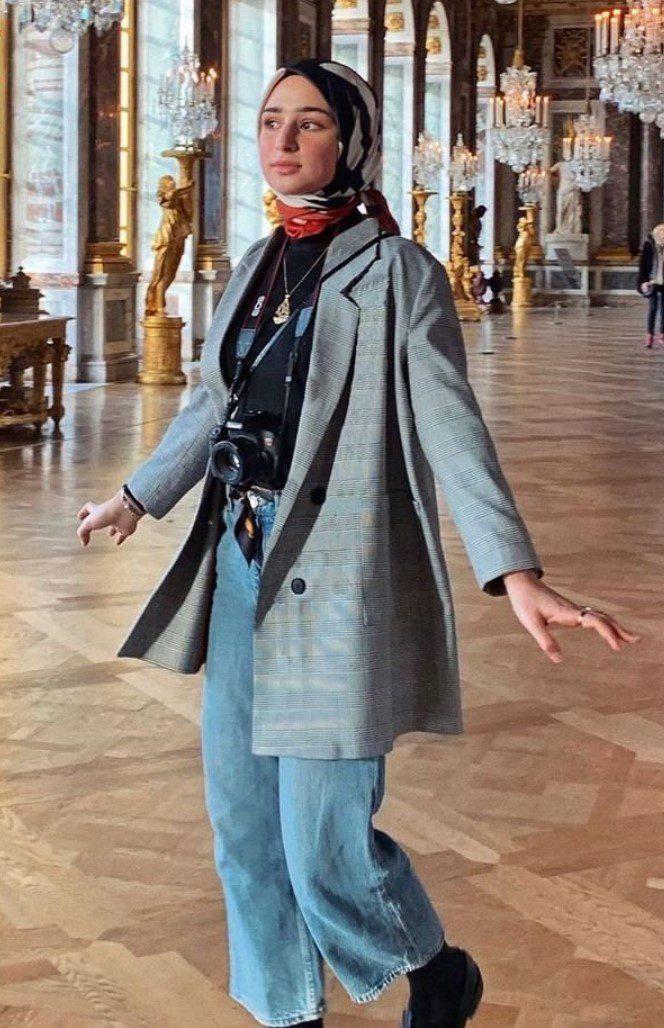 Tesettürlü Üniversiteli Uzun Ceket Modeli