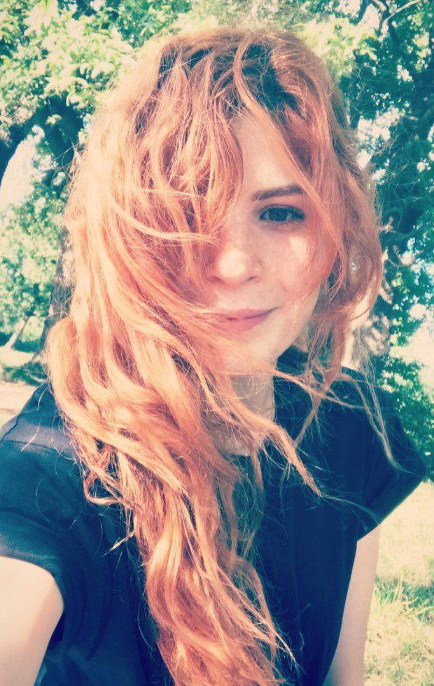 Yeliz Kuvancı Açık Turuncu Saç Modeli