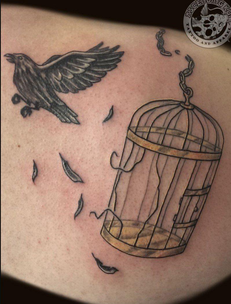 Yuvadan Kaçan Özgür Kuş Dövme