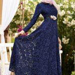 çiçek desenli Lacivert Elbisenin Üstüne Hangi Renk Şal Gider
