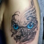 mavi gözlü baykuş dövmesi