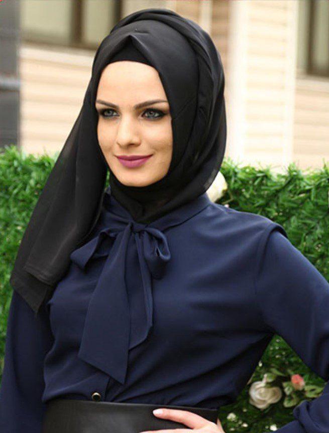 siyah şal ve lacivert elbise