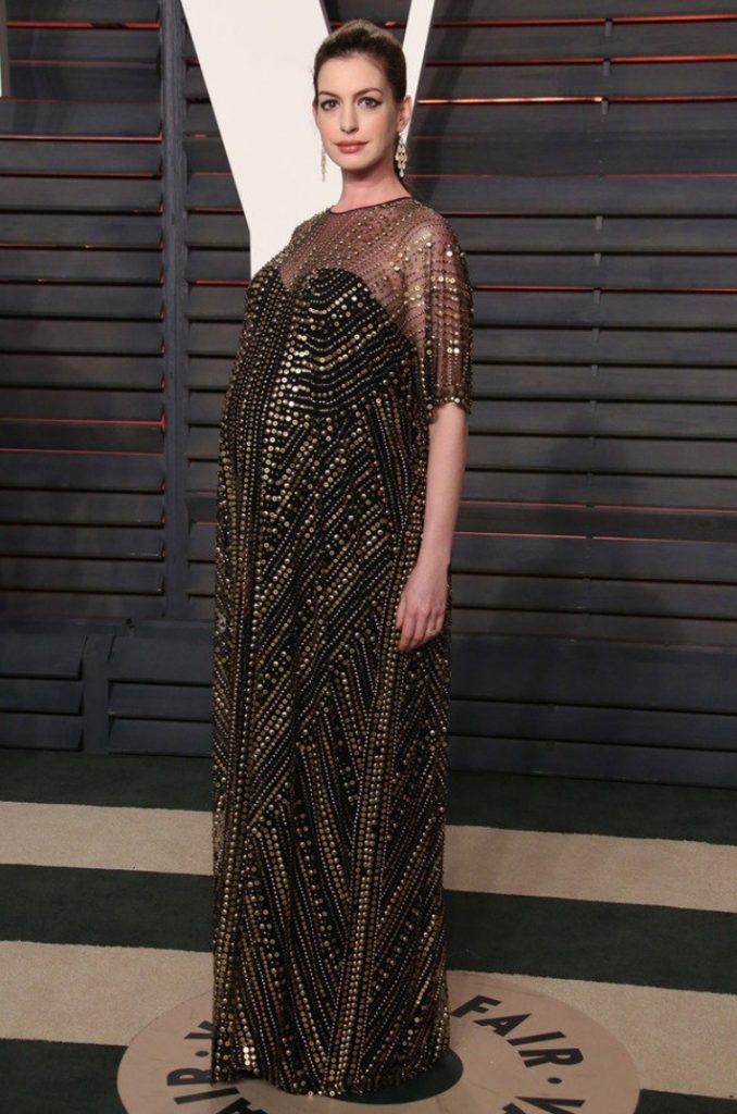 Anne Hathaway Kapalı Hamile Abiye