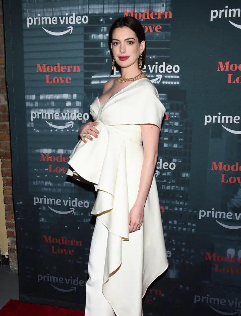 Anne Hathaway Maternity Evening Dress