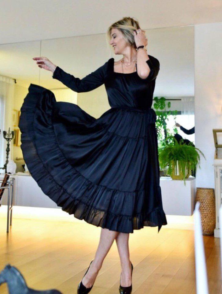 Ayşe Arman Siyah Elbise