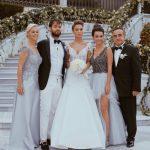 Bensu Soral ve Ailesi Evlilik Pozu