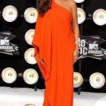 Beyonce Kırmızı Mat Omuz Detaylı Hamile Abiye Modeli