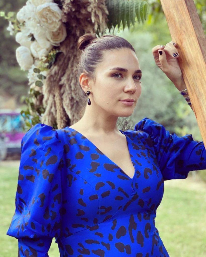 Buse Varol Koyu Mavi Siyah Elbise Modeli