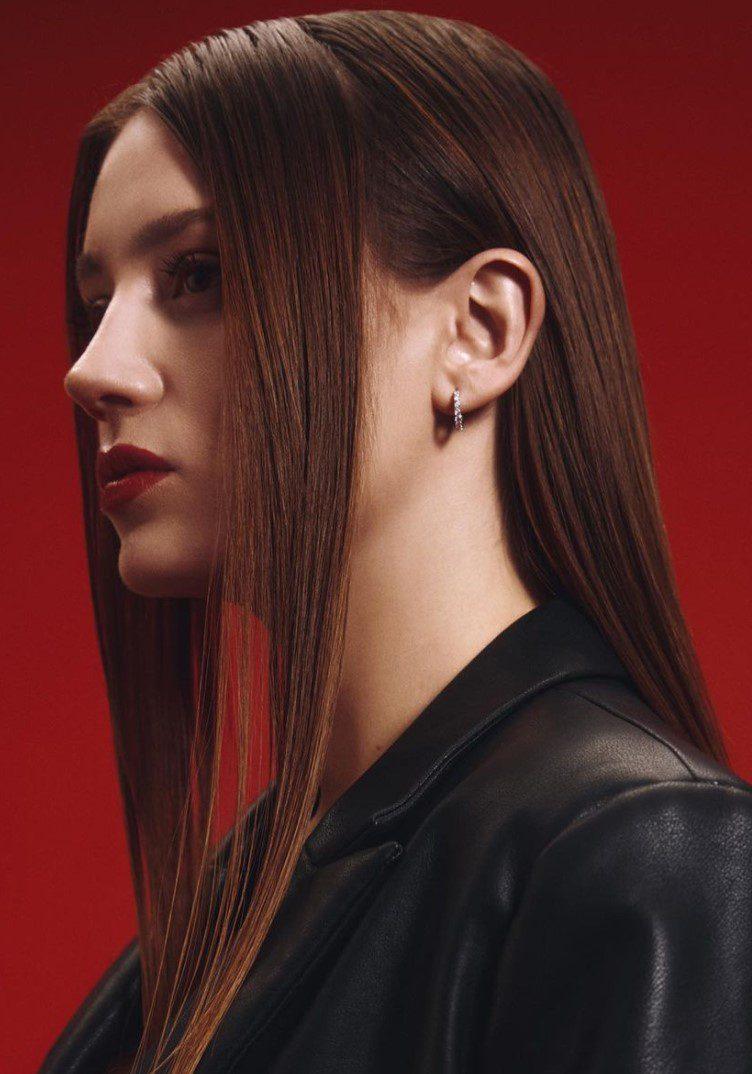 Gizem Karaca Koyu Kahverengi Saç Modeli