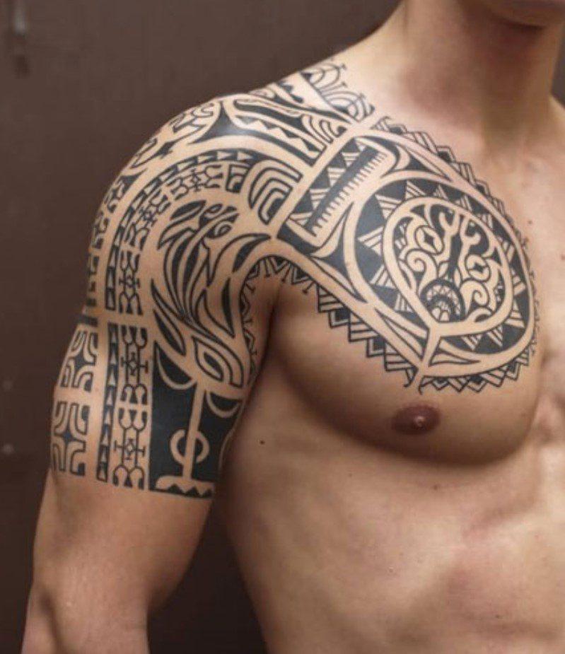 Kol ve Göğüse Tribal Dövme