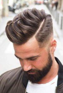 Yanlar Kısa Üst kısmı uzun erkek saç modeli