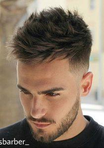 Yanlar Kısa Üstler Uzun Kesim Erkek Saçı