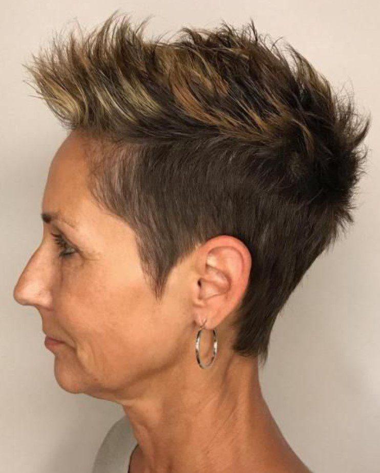 Yanlar Kısa Üstler Uzun Orta Yaş Kadın Saçı