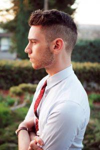 Yanlar Sıfır Üstler Kısa Erkek Saç Modeli
