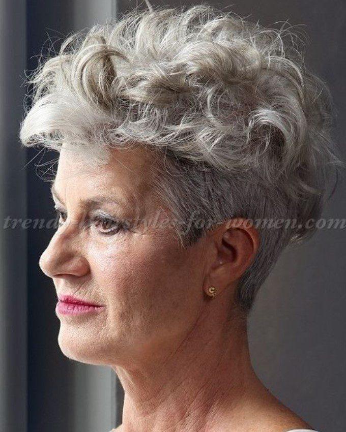 üstler dalgalı kıvırcık kadın saç modeli