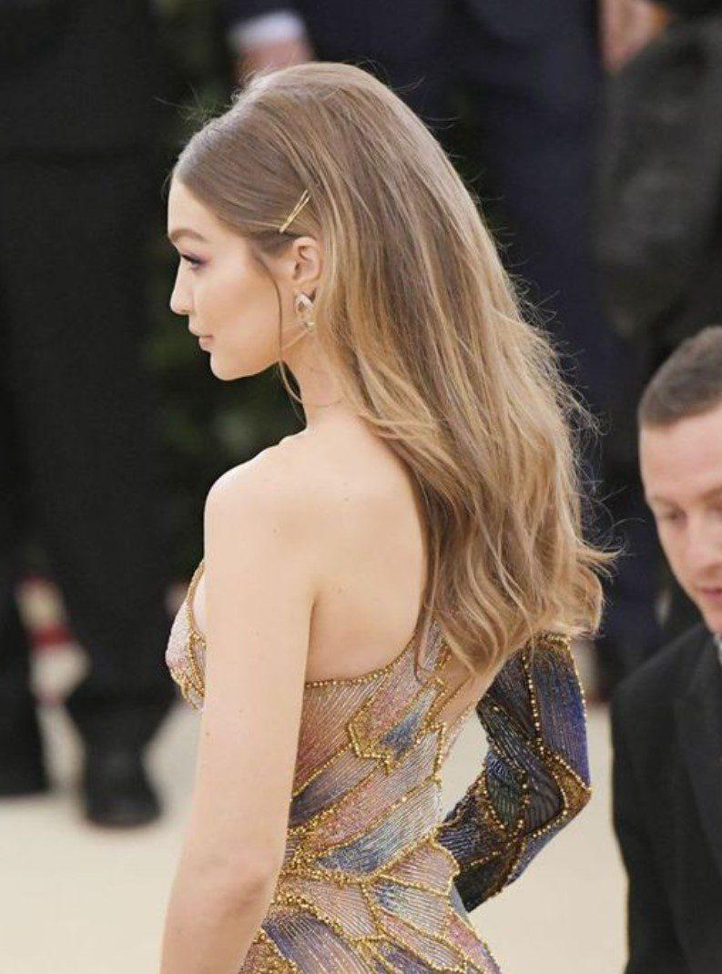 Gigi Hadid Sarı Balyaj Dalgalı Saç