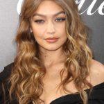 Gigi Hadid Uçları Kıvırıcık Saç Modeli