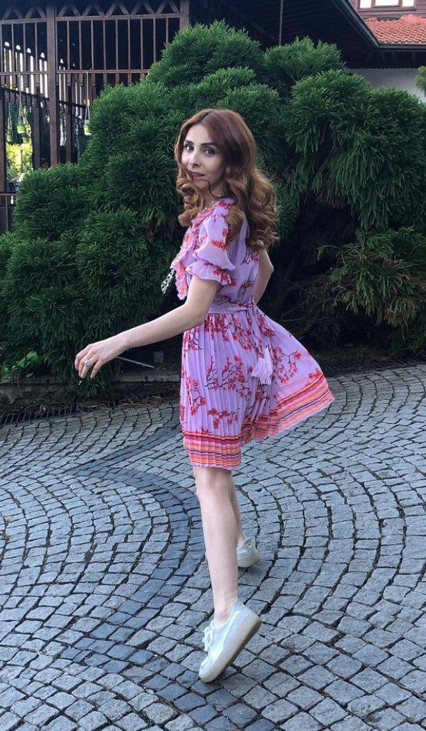 Nur Fettahoğlu Elbise Modeli
