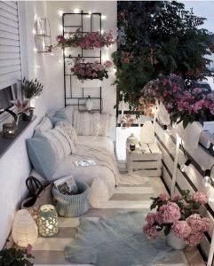 Balkon çiçek dekorasyon
