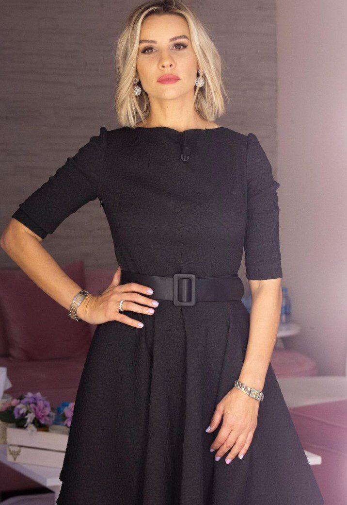 Esra Erol Siyah Elbise Modeli