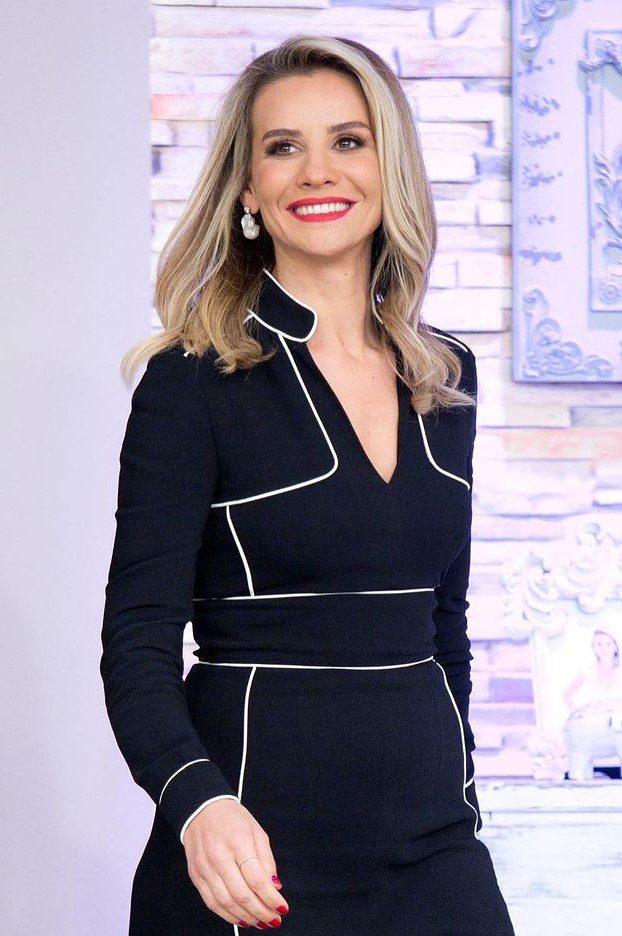 Esra Erol Uzun Saç Modeli