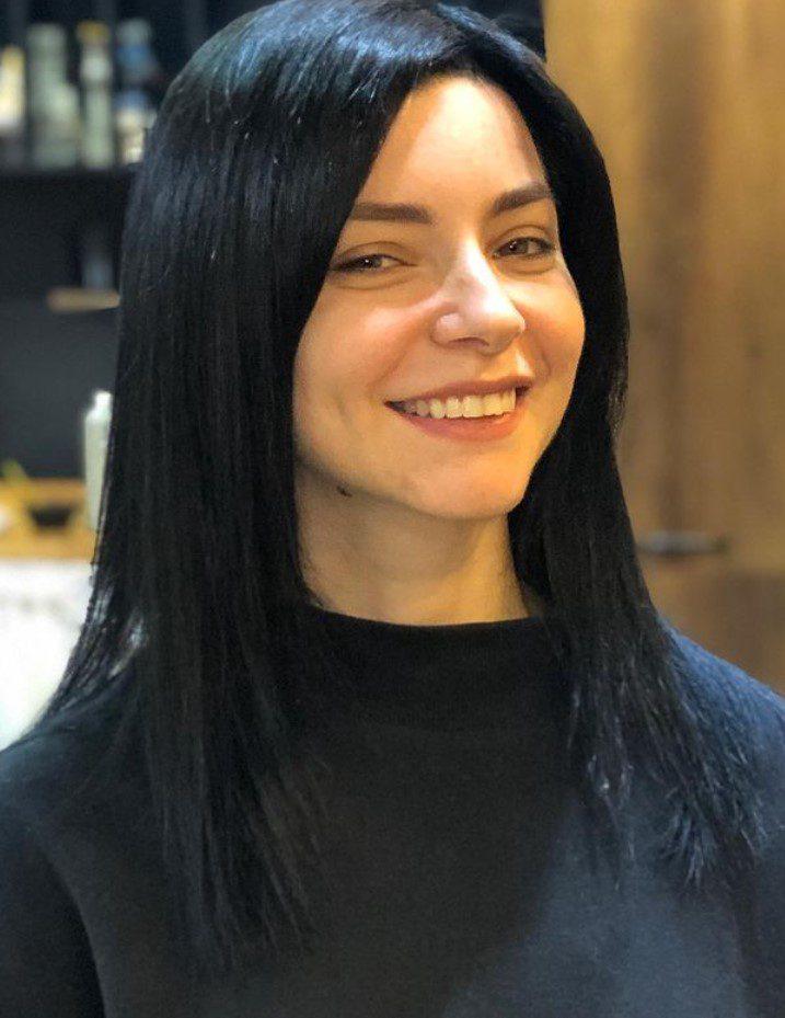 Merve Boluğur Düz Saç Stili