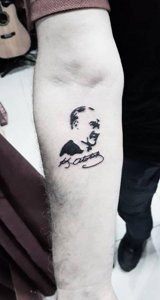 Minimalist Kemal Atatürk Dövmesi