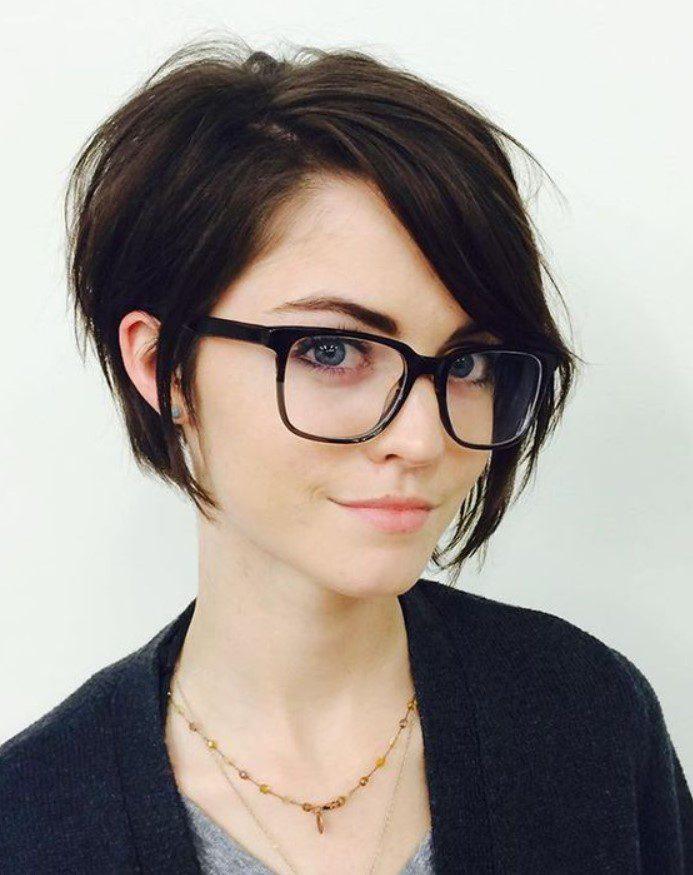 Düz Saça Yakışan Pixie Saç Modeli