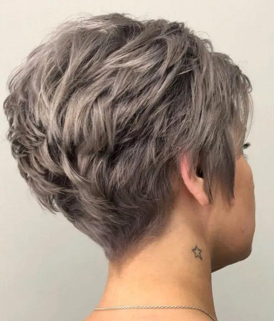 Kısa Dalgalı Pixie Saç Kesimi