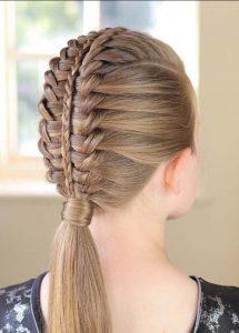 Kız Örgülü Saç Stili