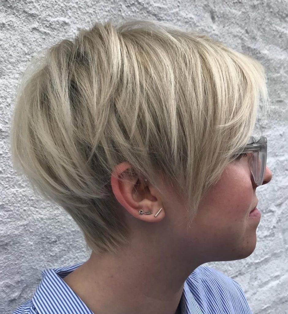 Sarı Saçlı PixieSaç Modeli