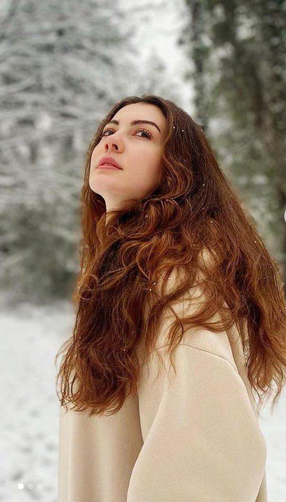 Burcu Özberk Kestane Rengi Saçları