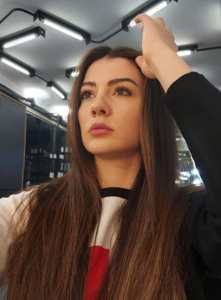 Burcu Özberk Uzun Saçları