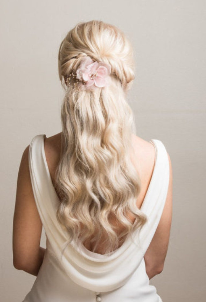 Kır düğünü saç modeli önerileri