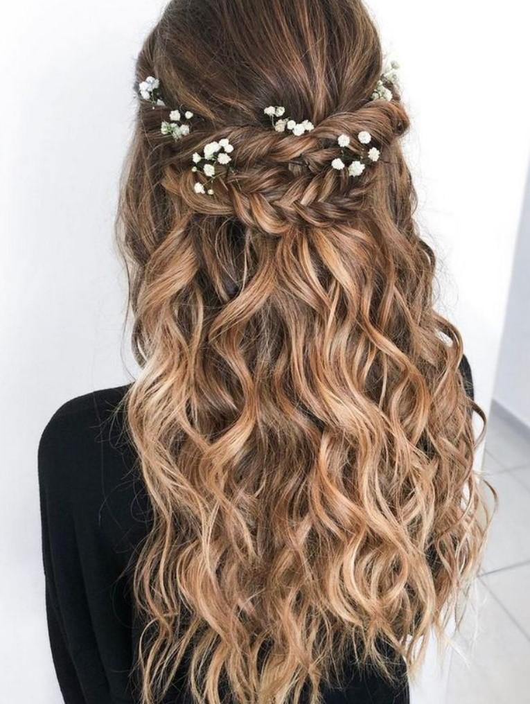 Uzun Saçlar için Abiye Üstü Saç Modelleri